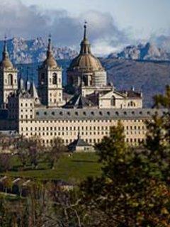 Monasterio y Palacio de San Lorenzo de El Escorial, a 15 minutos del apartamento.