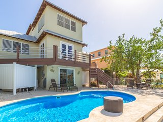 P46 - Beautiful home on Gulf side with pool