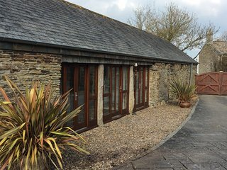 St Petroc's 2xBedroom Character Holiday Barn (Near Padstow)