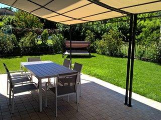 02 Lake Garda Salo' 2 kms, new apartment with garden garage wifi 7 sleep