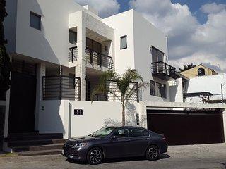 Hermosa Casa en un Barrio Residencial (Entre Polanco y Santa Fe)