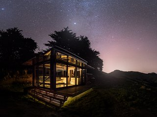 Pohue PurePod - luxurious, secluded, glass eco-cabin high above Port Levy