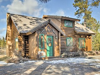 NEW! Private Bend Log Cabin w/Deschutes River View
