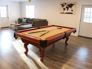 3 Floors/Sauna/Pool Table/Large Deck/7 TVs/Linens-No Charge