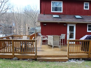3 Renovated Floors/Sauna/Pool Table/Large Deck/7 TVs/Linens-No Charge