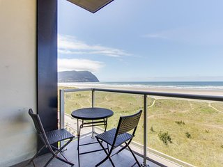 Oceanfront condo w/ shared pool! Gorgeous sea & mountain views! Family friendly!