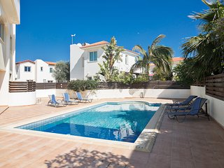 Orestiada 101, 2 bed with communal pool, walking distance to the beach