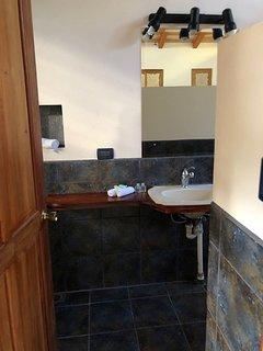 Room up the garage - bathroom