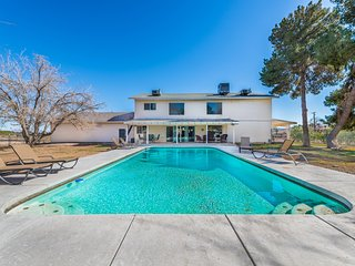 777RENTALS - South Strip Hideout - Pool, Pool Table, Walk to Outlet Mall and