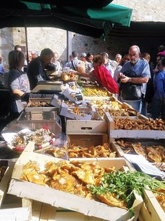 There are weekly markets in many of the surrounding medieval villages & towns. Here Llagostera.