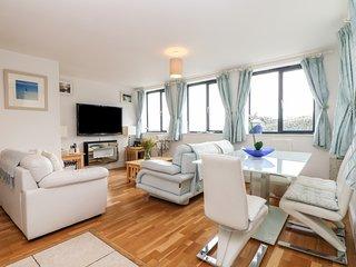 BEACHCOMBER, open plan, en-suite bedrooms, sea views, near St Just