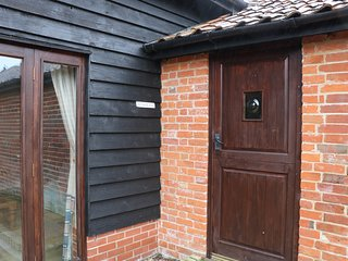 THE STABLES, open plan, perfect for families, pet friendly, near Halesworth