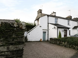 SMITHY COTTAGE, exposed beams, central location, in Staveley, Ref 973593