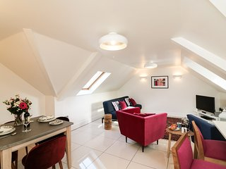 THE COACH HOUSE, in Poole, open-plan, Smart TV, Ref 968393