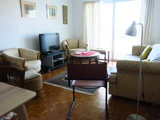 2 Bedroom Retro Style Apartment Close To Beach and City Centre