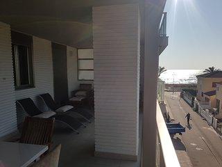 frente la playa -AMBASADOR