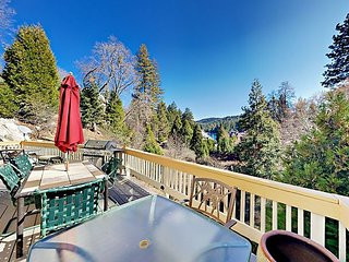 Spacious 4BR w/ 2 Decks, Game Room & Lake Arrowhead Views