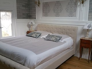 Chambre double superieur cote vigne, holiday rental in Berson