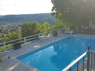 Le clos des étoiles : Chambre d'hôtes de charme avec piscine et vue panoramique