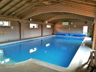 Jasmine Cottage, Private Hot Tub,  Super-fast WiFi, Family Friendly, sleeps 7