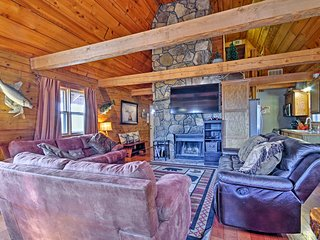 Log Cabin Retreat w/ Fire Pit, Near Silver Dollar!