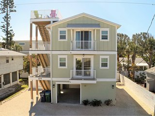 Bradenton Beach Duplex 1/2 Block from Beach with Stunning Rooftop Views!