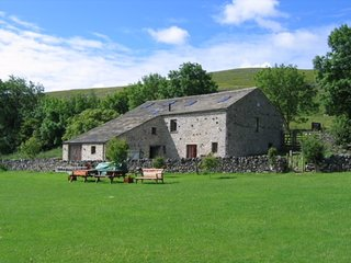 Beautiful Yorkshire Dales Group Accommodation sleeping 20 in 10 twin bedrooms