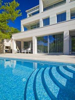 Villa White Pearl of Brac – Five star luxury villa in quiet bay of Selca