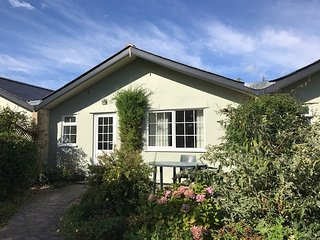 Sandpiper Leigh Cottages - charming bungalow for two in peaceful grounds