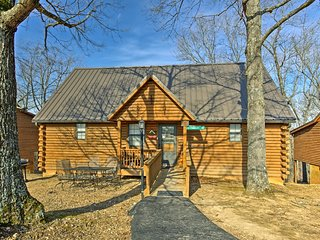 NEW! 2BR Cabin w/Views -Mins to Silver Dollar City