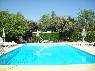 LePEYRAT: LOVELY STONE HOUSE+HUGE FENCED PRIVATE POOL+WALKING DISTANCE TO BEYNAC