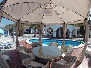 Chambre parentale individuelle dans villa Andalouse avec piscine et vue sur mer