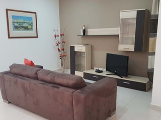 Modern Apartment A/C, Wifi & 1 Minute to Seafront