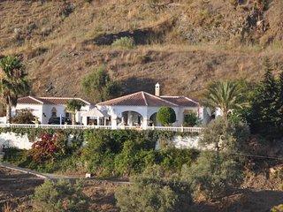 Studio de plein pied dans villa avec piscine et vue sur mer