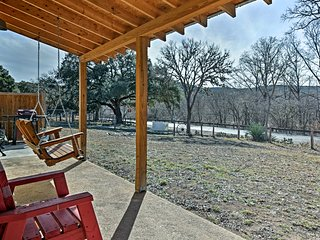NEW! 1BR Riverside Casita - 2.5 Miles to Hunt, TX!