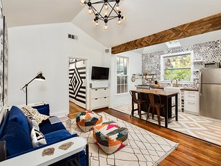 DESIGNER CARRIAGE HOUSE:  Walking Distance to Piedmont Park!