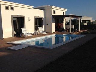 Villa With Heated Pool And Free WiFi In Faro Park, Playa Blanca, Lanzarote