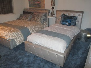2GUEST ROOM**** PRIVATE*** 2 ROOMS/BATH ,POOL,BBQ 4TO8 PEOPLE, AVAILABLE
