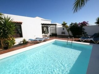 Centrally located villa in Costa Teguise, Private Pool, WiFi  LVC293183