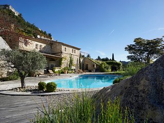 Le Dernier Chateau - Architect's Stone Villa & Pool in Picturesque Les Baux-de-P