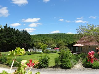 Le Cerisier,child friendly Dordogne holiday cottage with pool & free pitch&putt