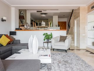 5* Luxurious and Spacious Townhouse 3km to Puerto Banus!!