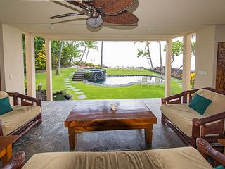 Deluxe Oceanfront 4 bedroom Estate with Pool & Spa, Paradise!