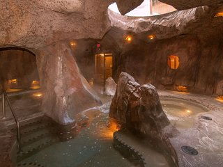 Cozy Rockies Escape with Access to Grotto Hot Pools | Near Downtown!
