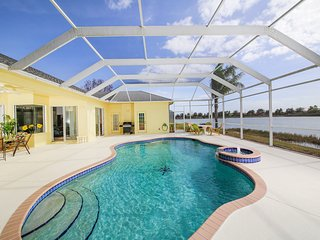 Luxurious 4 bedroom villa on beautiful Lake Marlin