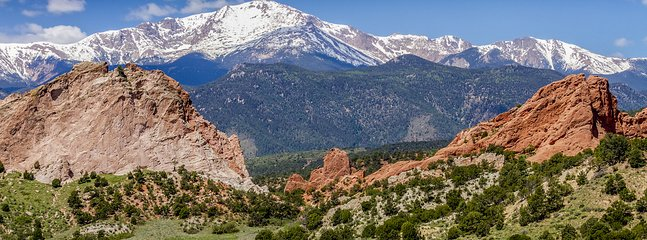 Nearby attractions such as Garden of the Gods
