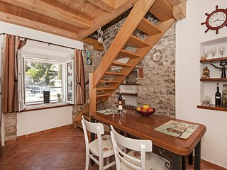 Maslinica Holiday Home Sleeps 4 with Air Con and WiFi - 5472229