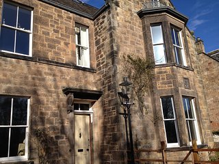 Large Family Victorian House, Eskbank leafy suburb, Close to Edinburgh, 5 bed