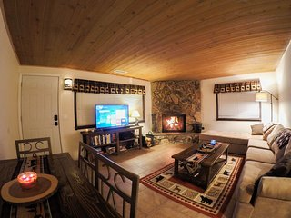 Summit Serenity - A cozy cabin with all the comforts of home.