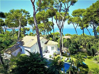Wonderful sea veiw villa with swimmingpool and private parc